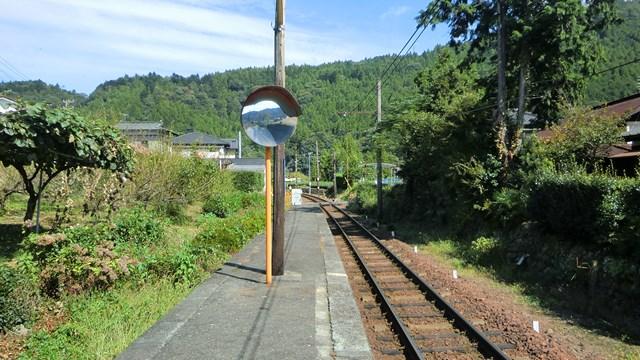 崎平駅ホームから千頭方面を眺める
