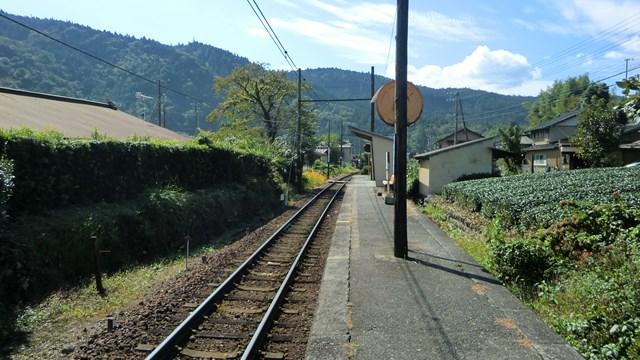 崎平駅ホームから青部方面を眺める