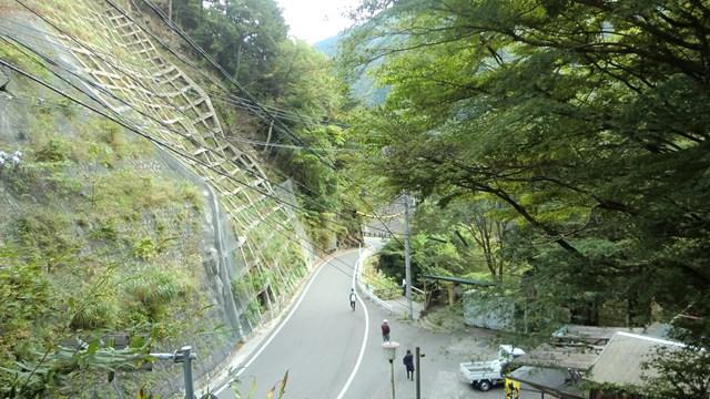 井川駅から見た県道60号線
