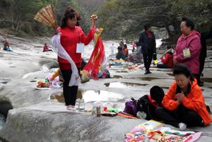 韓国・祈祷師が対馬で騒動