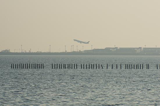 離陸していく飛行機