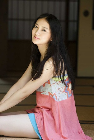 武井咲 魅力的な笑顔とぺったんおっぱいセクシー画像 - お~い
