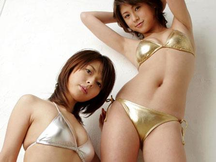 ゴールド&シルバーのゴージャスな水着が似合うおっぱい♪