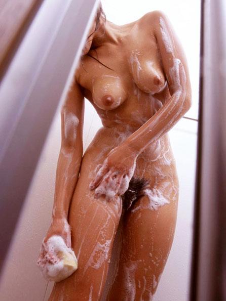 泡まみれのおっぱいを揉みまくり
