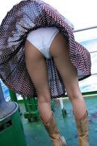 着エロお姉さんミニスカで魅せるパンチラ下着に挿入エロ画像
