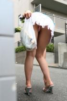ミニスカひらりパンチラ下着を着エロお姉さん挿入エロ画像