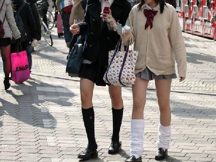 【画像】JKの靴下の匂いは異常wwwwww