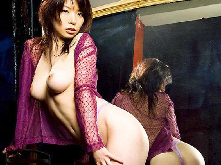 ナマ美脚に着エロ下着を脱いで挿入セックス準備エロ画像 【パンチラ】