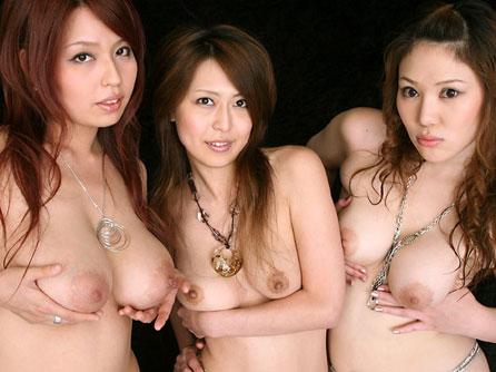 3人ともおっぱい丸出しのお姉さん達の仲間に入りたい♪