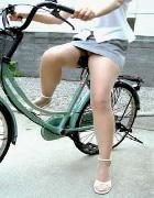 偶然遭遇した自転車パンチラ画像