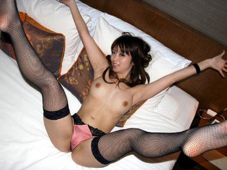 網タイツ姿が素敵なセクシーなお姉さんのおっぱい♪
