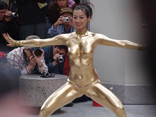 3次元 金粉ショー・全身ゴールド女のエロ画像 34枚