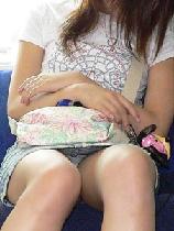 電車で見えちゃったパンチラ♪