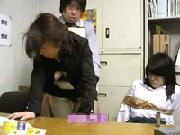 【万引き制裁】ママごめん…。万引きをした女子校生の身代わりに犯される若い母親!