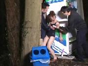【スク水】自販機の横に設置された「自由にして良いスク水少女」を思う存分自由にハメたった!