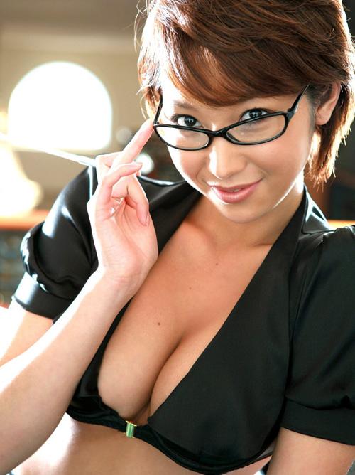 眼鏡かけておっぱい丸出しで誘惑