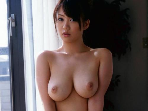 【エロ画像】かわいい女子大生がカメラの前で美巨乳おっぱい見せてくれた