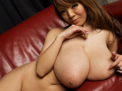 【エロ画像】ムンムン華奢な身体に爆裂イヤらしく膨らむ巨乳おっぱい