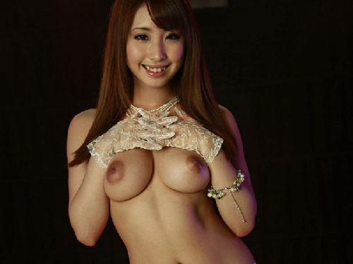 【画像】キレイな形の美乳おっぱい持つSEXYガーターベルト痴女