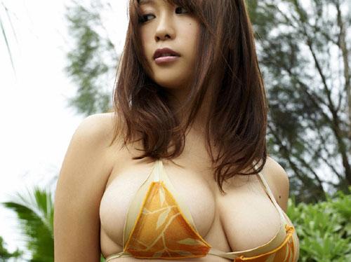 西田麻衣のプリンのようなおっぱい♪