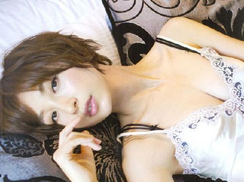 着々と過激度がUPしてきた篠田麻里子様(27)のエロ画像×96