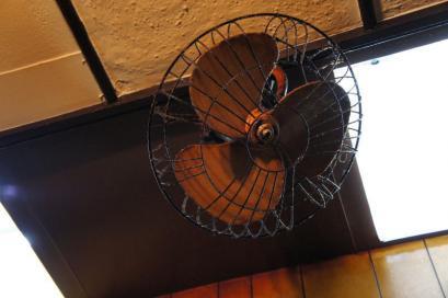 天井にある扇風機。もう動かせません。