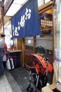 ベビーカーや大きいスーツケースなどは店内に持ち込めないので注意しましょう。