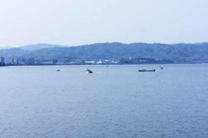 宍道湖ではしじみ漁の最中