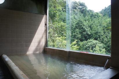 白く濁ったトロトロ温泉