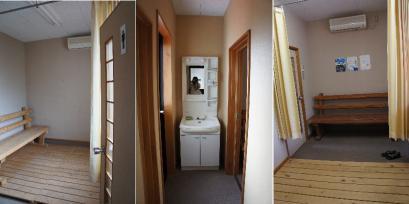 駅構内に更衣室があります。(左)男子更衣室 (中)洗面 (右)女子更衣室