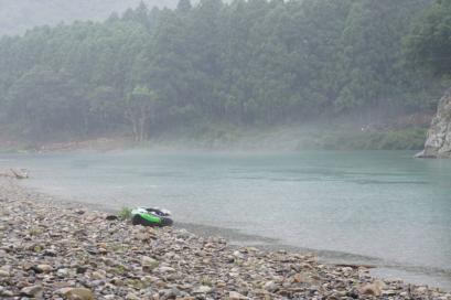 雨の中、ちょっと幻想的な景色の中でのカヌーツーリング