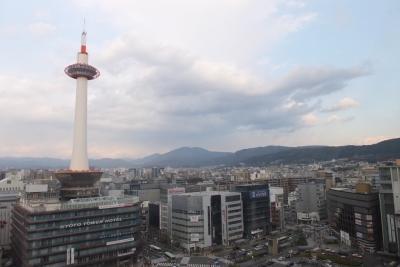 京都駅ビルより東山を望む