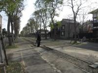 路面電車の線路。駅長さんみたいな格好のボランティアもいらっしゃいます。