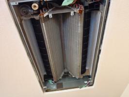 家庭用天井埋め込みエアコン