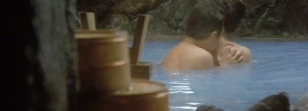 【佳那晃子】乳首モロだしの入浴シーン
