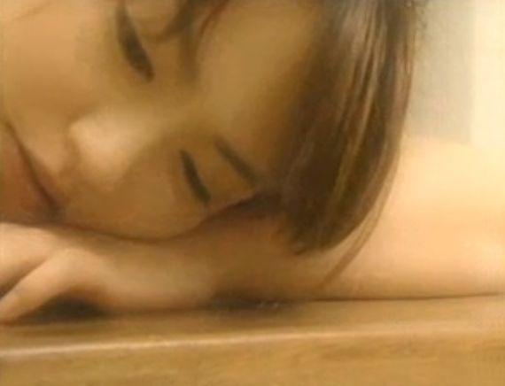 【磯山さやか】バスタオル一枚姿で入浴シーン