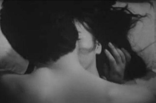 【栗原小巻】全裸で抱き合いながらディープキスする濡れ場