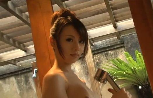 【小松崎真理】大胆なヘアヌード披露するシャワーシーン