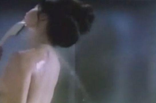 【五月みどり】美尻披露するシャワーシーン