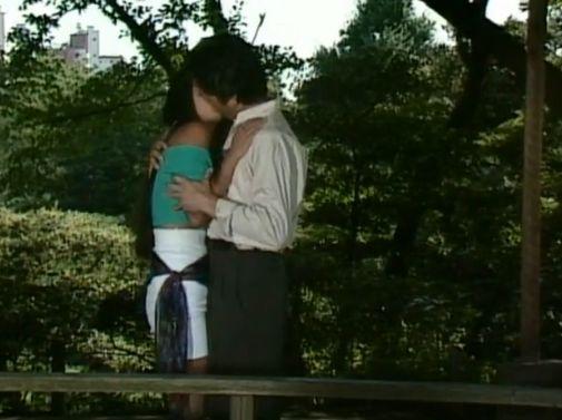 【飯島直子】野外で深くて長いキスシーン