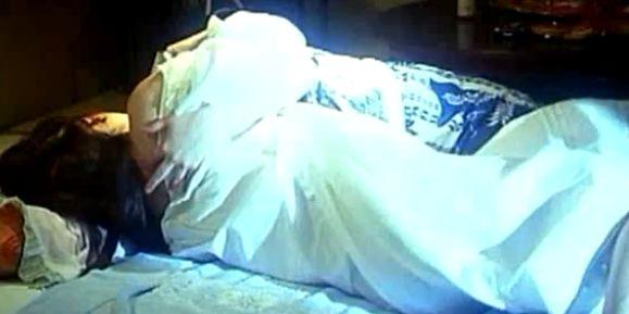 【里見瑤子】乳首を吸われまくりのレズ濡れ場映像
