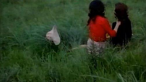 【高木志麻】野外でおっぱいモロ出しのレズ濡れ場映像