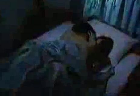 【松下由樹】ベッドの上で抱き合いながら濃厚キスするラブシーン