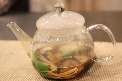 中国茶とか飲むこれで。。。