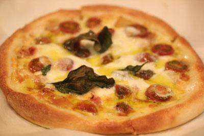 トマト大人ピザ