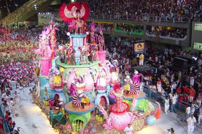 800px-Samba_school_parades_2004.jpg
