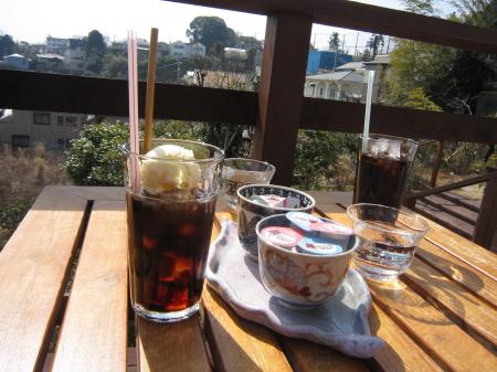 散歩の途中で発見したカフェ!!