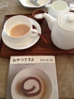 写真-7紅茶と本