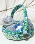 引き裂き編みのカゴ