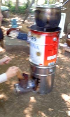 ロケットストーブでスープ作り130428
